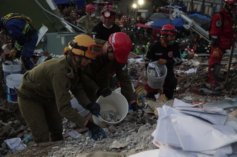 IDF rescue teams in Mexico following September 2017 earthquake. Courtesy of IDF's Twitter Account