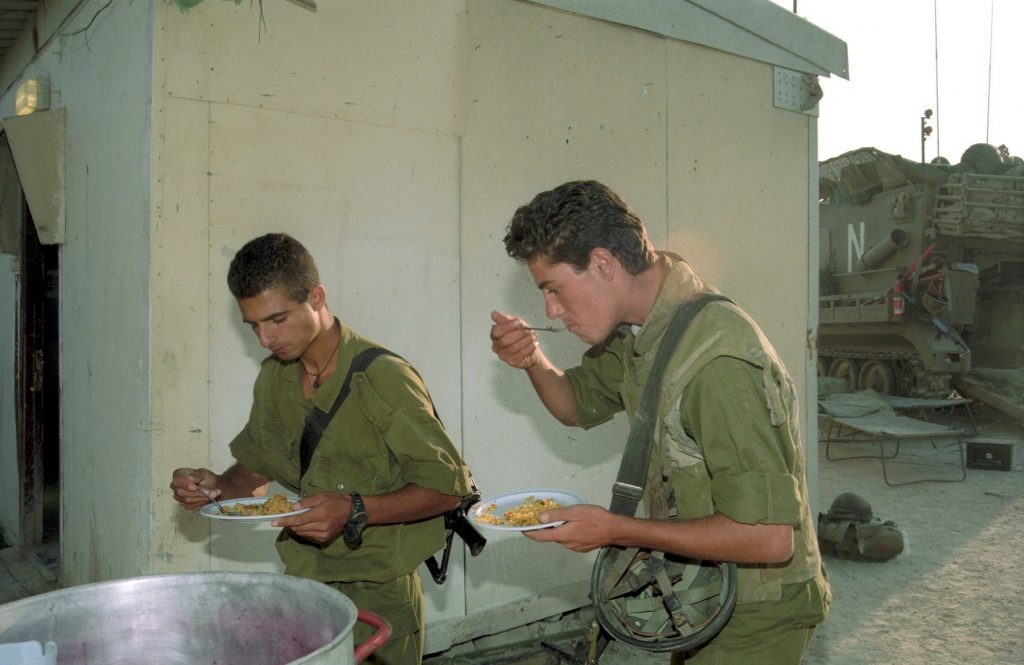 IDF soldiers during Operation Accountability in 1993. photo: IPPA staff, the Dan Hadani Collection