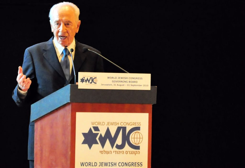 Shimon Peres addresses a gathering of the World Jewish Congress in Jerusalem in 2010. By Michael Thaidigsmann - Own work, CC BY-SA 3.0, https://commons.wikimedia.org/w/index.php?curid=17614119
