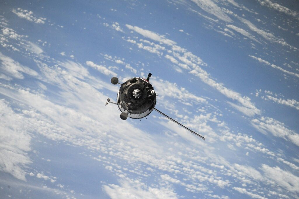 A satellite in space. Image by Free-Photos from Pixabay