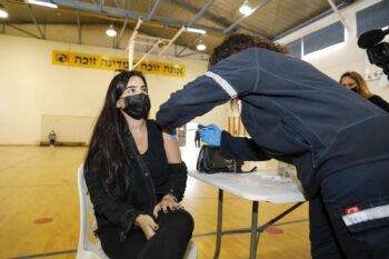 A Tel Aviv resident receives a COVID-19 vaccine. Photo: Guy Yechiely/ Tel Aviv Municipality